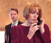Vrouw die met een andere man belt