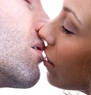Manen vrouw zoenen