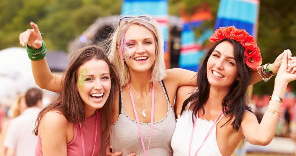 festival-vrouwen-versieren