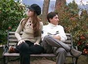 Man en vrouw op bankje