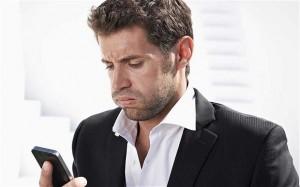 man smartphone geen reactie