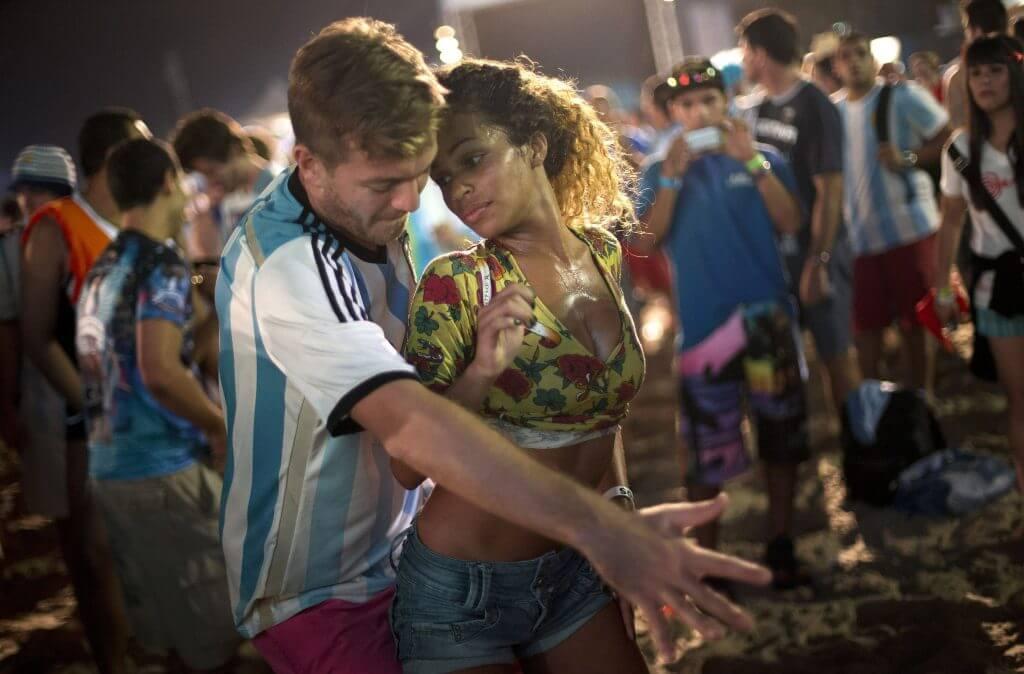 man-vrouw-dansen-festival
