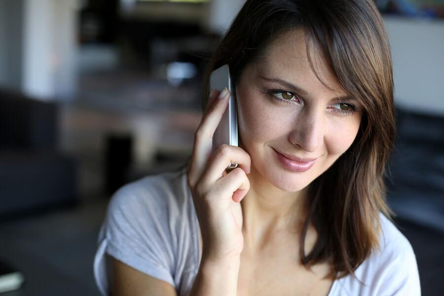 vrouw bellen telefoon